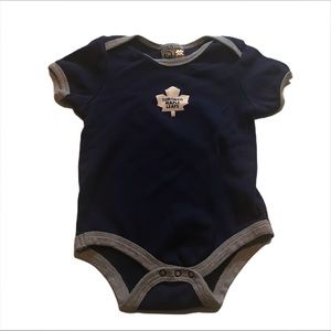 🧚♀️4/$25 Maple Leafs Onsie 18 month